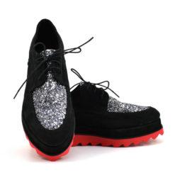 Pantofi cu siret din piele intoarsa neagra si glitter argintiu (1911)