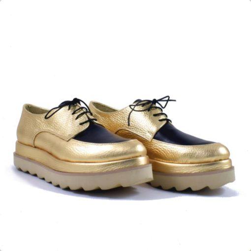 Pantofi cu talpa dubla si cu siret, auriu cu negru.
